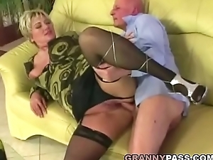 Beamy granny gets pounded in stockings