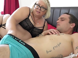 Fat mature bitch with pierced cunt blows younger baffle