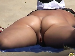Voyeur NUDIST Beach Amateur MILF - Pussy Close-ups Video